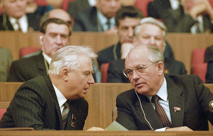 Егор Лигачев и Михаил Горбачев