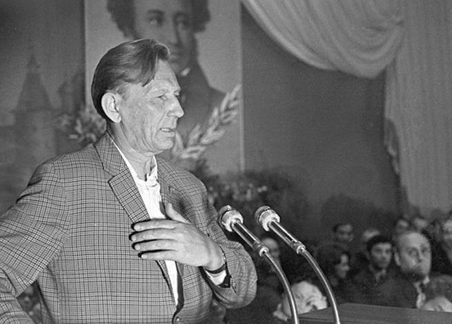 Писатель Михаил Дудин