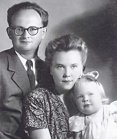 Наталия Белохвостикова с родителями