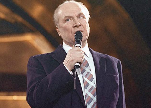 Владимир Трошин поет