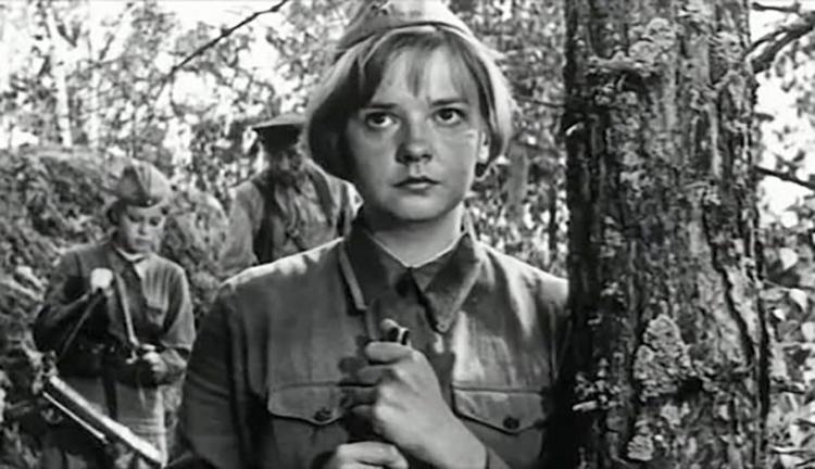 В фильме «А зори здесь тихие» (1972)
