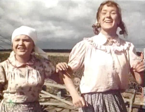 Светлана Харитонова (справа) в фильме «Солдат Иван Бровкин» (1955)