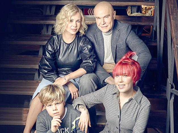 С женой Галиной и детьми Анной и Петром