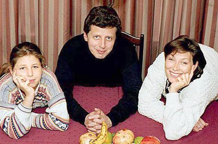 С женой Татьяной и дочерью Александрой