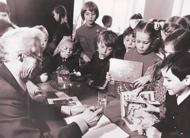 Лев Кузьмин на встречи с юными читателями