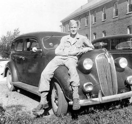 Стэн Ли в 1942 г.