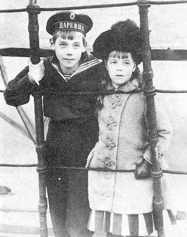 Михаил Романов с сестрой Ольгой (1887)