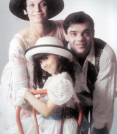 Полина Райкина в детстве с родителями