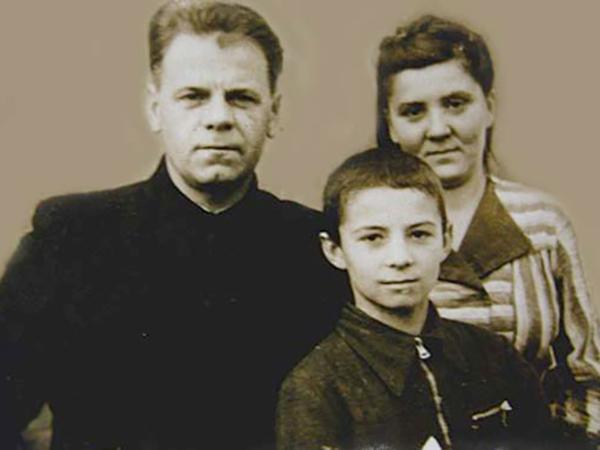 С родителями (1951)