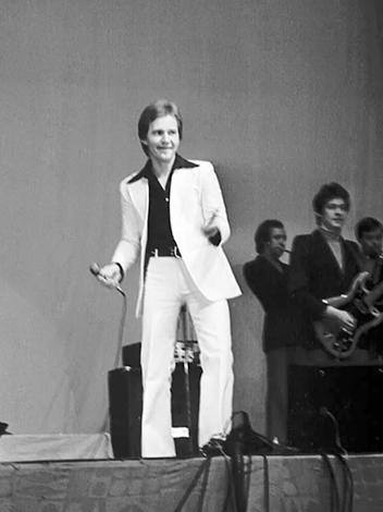 Игорь Иванов на сцене