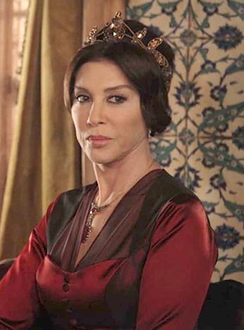 Небахат Чехре в роли Хафсы-султан в сериале «Великолепный век»