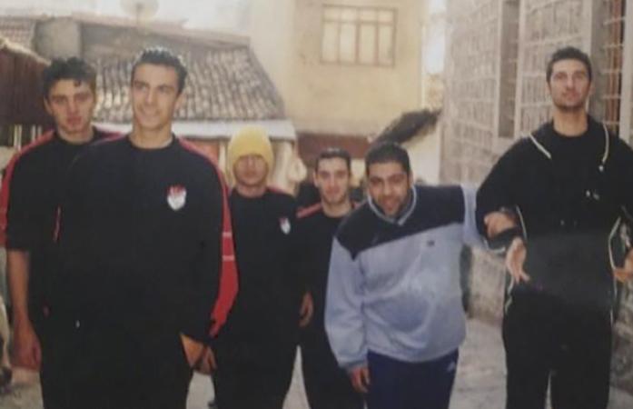 Ибрагим Челиккол в юности с баскетбольной командой