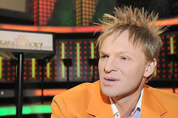 В телеигре «Кто против блондинок»