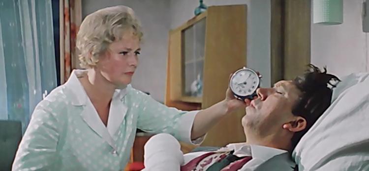 Нина Гребешкова и Юрий Никулин в комедии «Бриллиантовая рука» (1968)