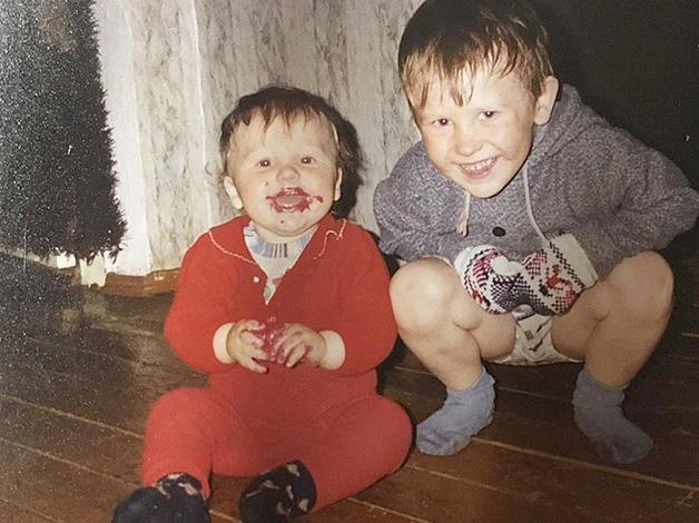 Кирилл Капризов (слева) с братом в детстве