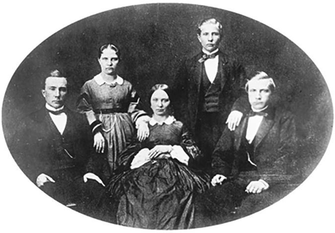 Пятеро детей Уильяма и Элизы Рокфеллер. Сидят слева направо: Джон (20 лет), Мэри Энн (16 лет), и Уильям (18 лет). Стоят: Люси (21 год) и Фрэнк (14 лет)