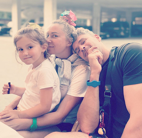 С мужем Арсеном и дочерью Ниной