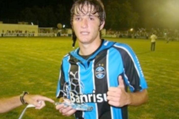 Марио Фернандес в юности (в составе «Гремио»)