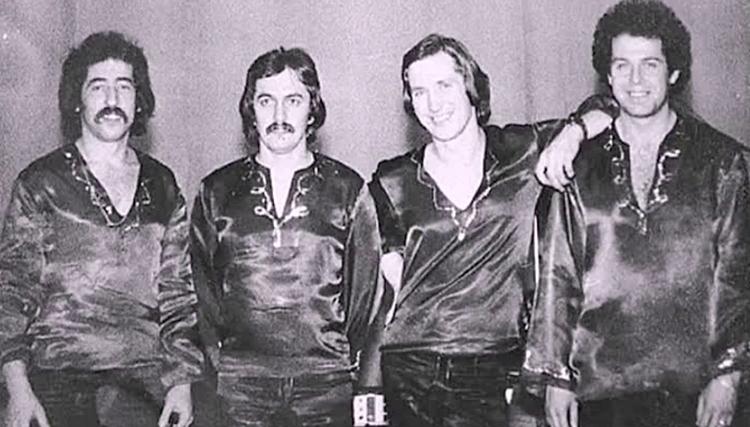 Сергей Левкин (второй слева) в составе ВИА «Синяя птица»