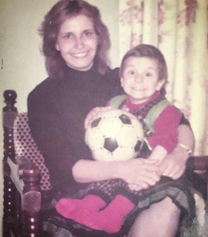 Ибрагим Челиккол с мамой в детстве