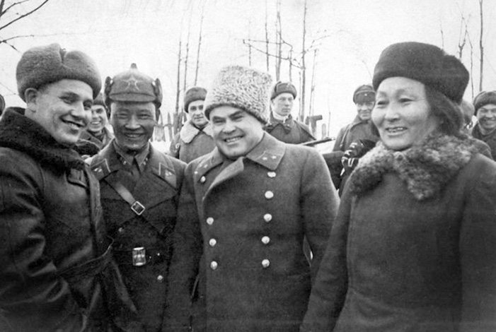 Николай Антипенко с делегатами из Монголии (1942)
