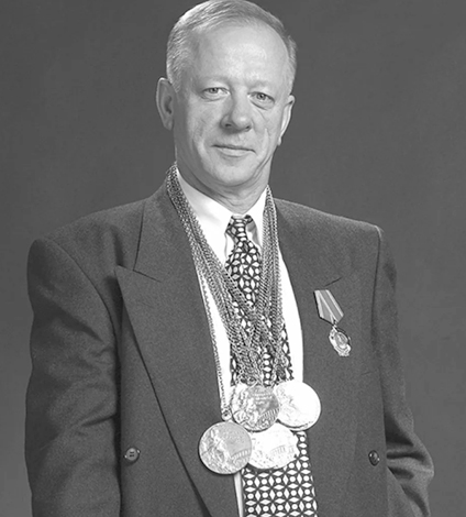 Николай Андрианов с медалями