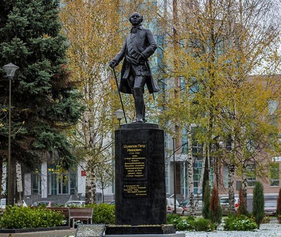 Памятник Петру Шувалову в Ижевске