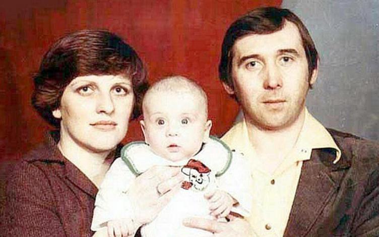 Александр Кержаков в младенчестве с родителями