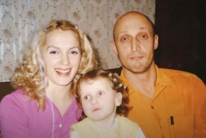 Полина Куценко с родителями в детстве
