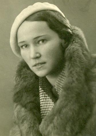 Первая жена — Антонина Титова