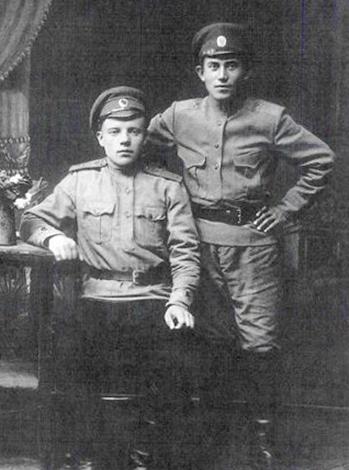 Николай Ежов (справа) в 1916 г.