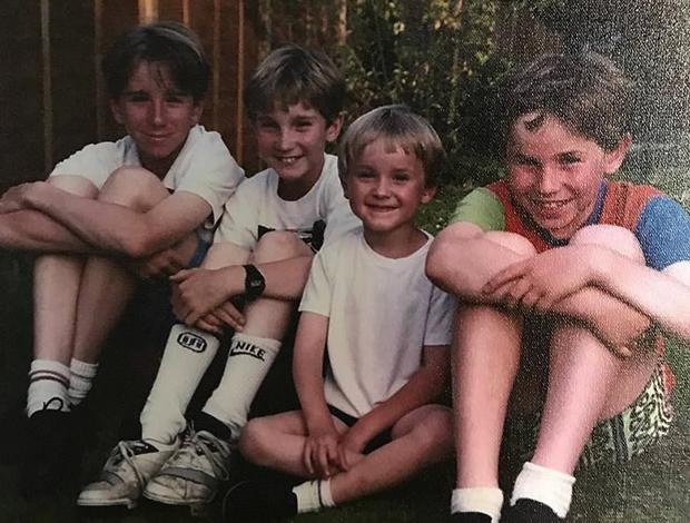 Том Фелтон с братьями