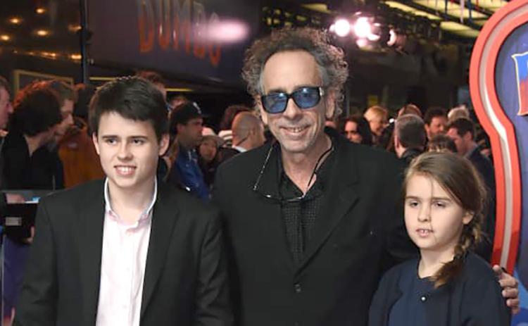 Тим Бёртон с сыном Билли и дочерью Нэлл