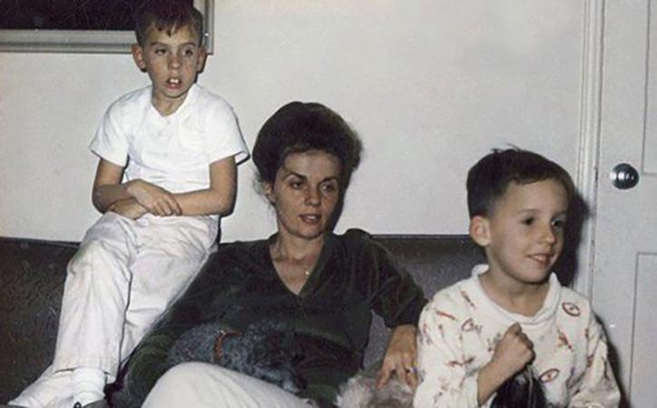Тим Бёртон с мамой и младшим братом