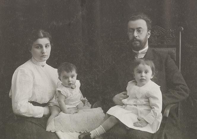 С женой Татьяной и детьми