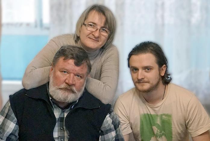 С женой Натальей и сыном Романом