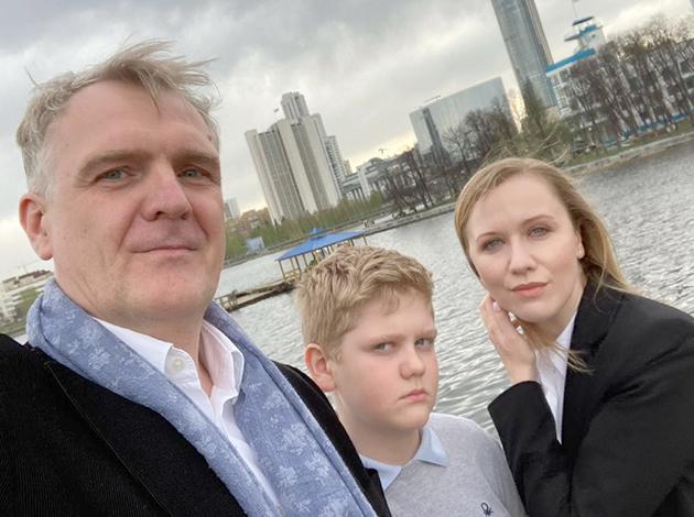 С женой Еленой и сыном Арсением