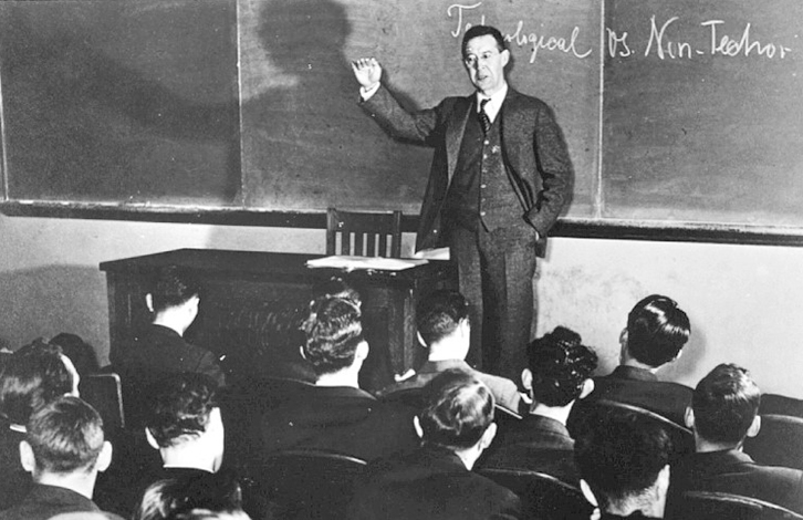 Питирим Сорокин во время лекции в Эмерсон Холле (1940 г.)