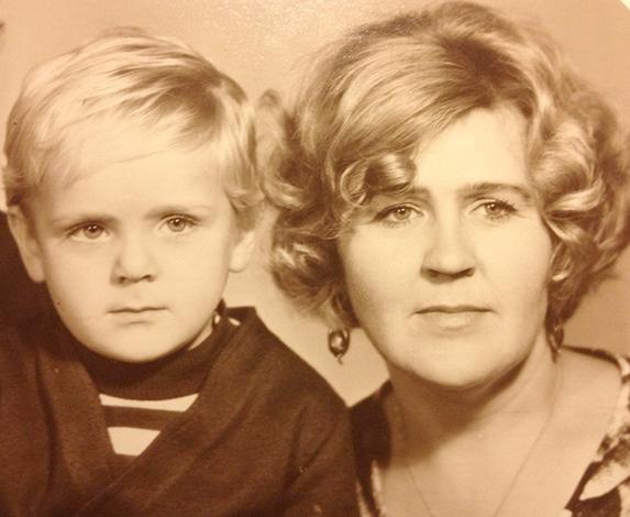 Сергей Пиоро с мамой в детстве