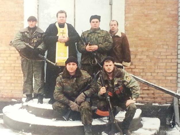 Олег Стеняев с солдатами в Чечне